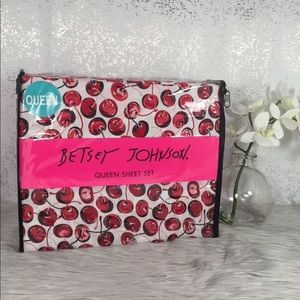 🆕 Betsey Johnson Cherry Queen Sheet Set